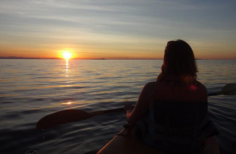 mumbo-island-paradise-malawi-blog-malawian-style-sunset-kayak