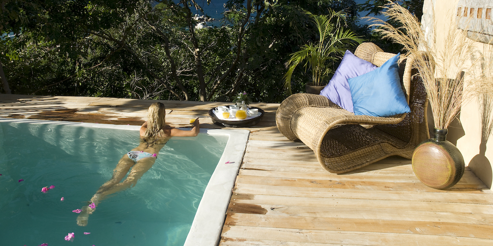 royally-good-honeymoon-malawi-zambia-blog-malawian-style-madimba-rooftop-pool