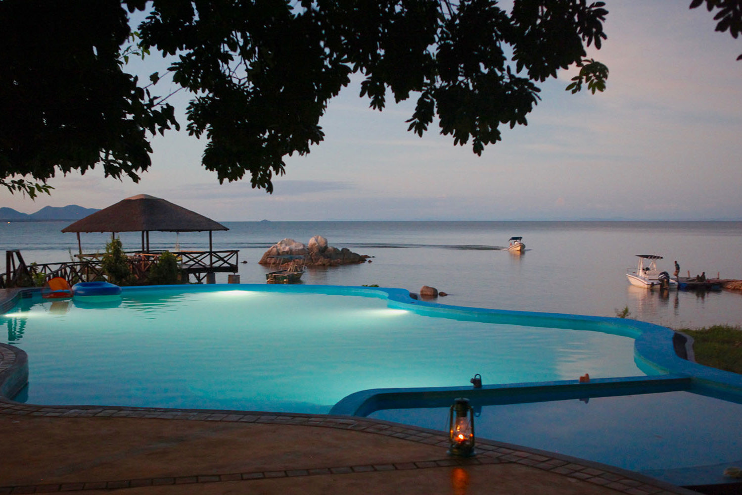 southern-adventurer-11-nights-tours-safaris-malawian-style-malawi-adventures-experiences-holidays-specialist-tour-operator-blue-zebra-lodge-lake-malawi-infinity-pool