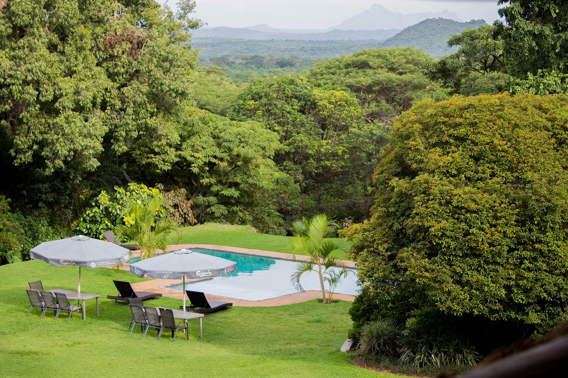 malawi accommodation lilongwe-malawi-lodges-malawian-style-pool-mountains