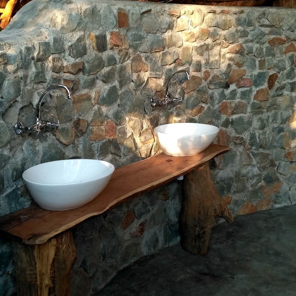bua river lodge malawi-lodges-malawian-style-nkhotakota-wildlife-reserve-accommodation-bathroom