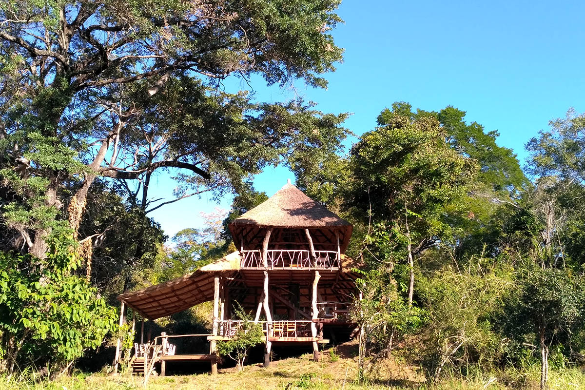 bua river lodge malawi-lodges-malawian-style-nkhotakota-wildlife-reserve-main-lodge-view