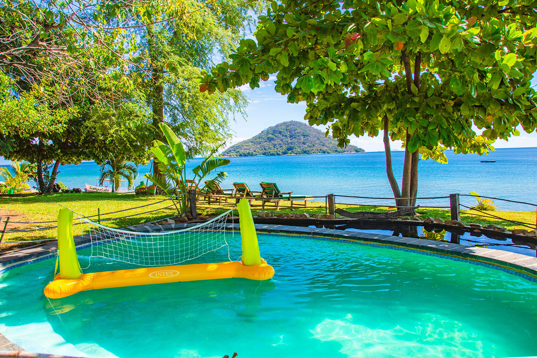 mgoza lodge lake-malawi-lodges-malawian-style-cape-maclear-pool-views