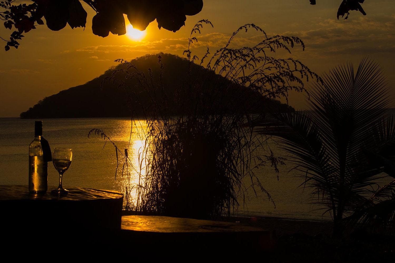 mgoza lodge lake-malawi-lodges-malawian-style-cape-maclear-rustic-charm-top-quality-food-sundowners