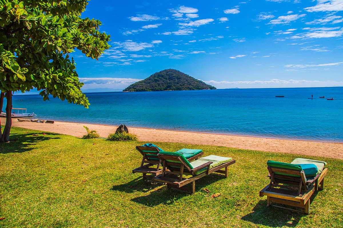 mgoza lodge lake-malawi-lodges-malawian-style-cape-maclear-rustic-views