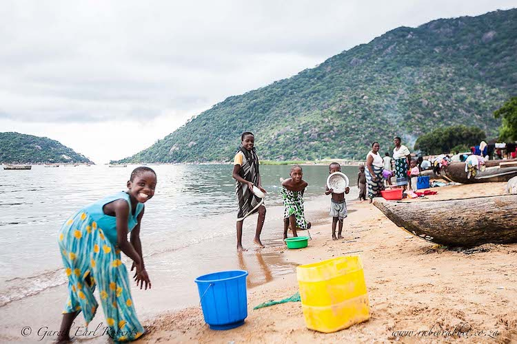 Malawian children, lake malawi